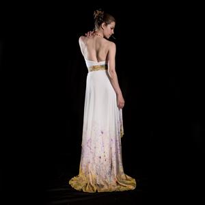 Originální asymetrické svatební šaty 8a5fc1ff1a